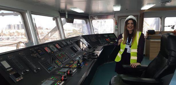 Noor Kimit hiện đang là chủ sở hữu của công ty tuyển dụng chuyên ngành hàng hải